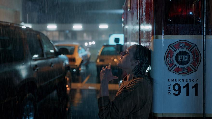 悬疑惊悚力作《隐形人》今日上映 久违大银幕战栗体验来袭
