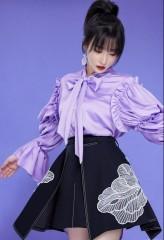 柳岩荷叶边衬衫优雅文艺 高马尾造型少女感十足