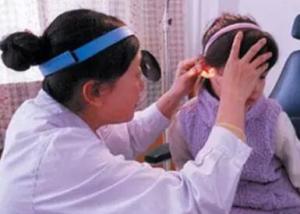 中耳炎的症状有哪些 中耳炎里面有脓怎么办