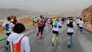 马拉松遇极端天气、野外低温如何自救?