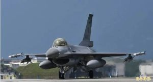 危险信号:台军F-16首度试射AIM120中距主动导弹