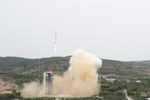 我国成功发射北京三号卫星 搭载发射3颗小卫星