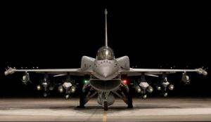 拜登狂玩两面派,美国向乌克兰兜售最新版F-16战机