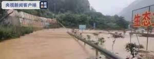 泥沙冲入巴陕高速收费站匝道