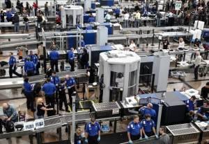 美媒:美国机场安检人数创疫情以来最高纪录
