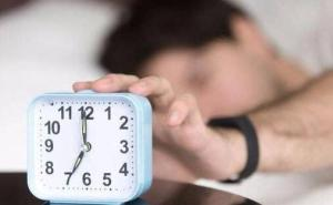當夜貓子對健康好嗎?研究顯示:早睡早起不易抑郁