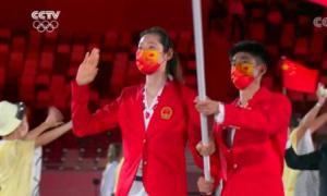 奥运开幕 朱婷赵帅高擎国旗入场
