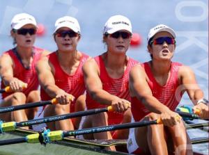 中国赛艇队女子四人双桨夺金