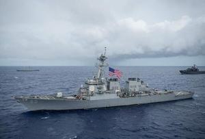 """美""""本福德""""号驱逐舰穿航台湾海峡 东部战区回应"""