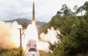 画面曝光!朝鲜试射铁路机动导弹