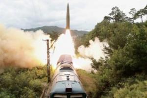 朝鮮(xian)鐵道機動導彈(dan)團進行(xing)火力(li)打擊訓練
