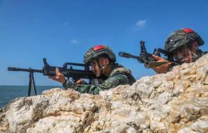 广西北海:武警官兵实战演训