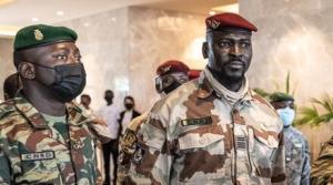 几内亚政变军人领导人宣誓就任过渡总统