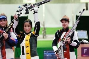 女子10米气步枪杨倩顶住压力 勇夺东京奥运会首金