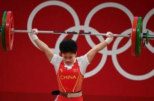 举重首金花落中国:侯志慧49公斤女举夺冠