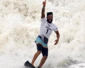 奥运会史上冲浪首金!巴西选手费雷拉夺得男人冠军