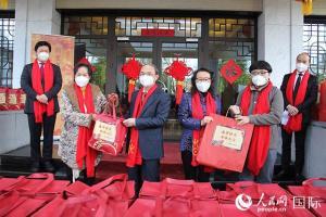 """中国驻比利时使馆举行""""浙里有爱·四海迎春""""新春送福活动"""