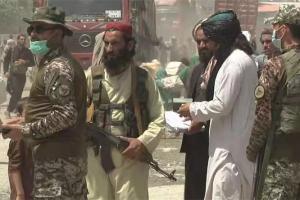 央视总台记者在阿富汗边境,直面塔利班士兵