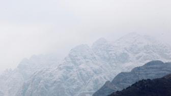 雪后北京群山宛如水墨画 壮美巍峨