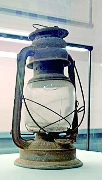 一盏油灯照亮四代人的传承路