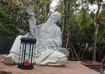 王安石真的是因为苏轼给他改了诗,才把他贬到黄州的么?