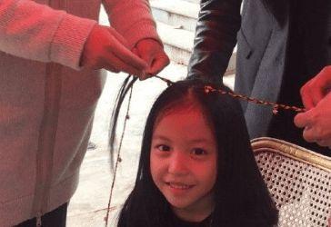 心善!趙薇女兒小四月捐款25萬 已連續六年捐款