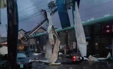 苏州吴江盛泽镇遭遇龙卷风