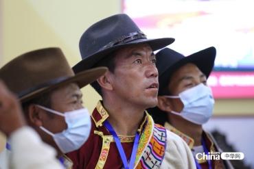 西(xi)藏基層干部參觀民族(zu)文化宮主題展