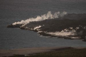 西班牙火山喷发 岩浆入海
