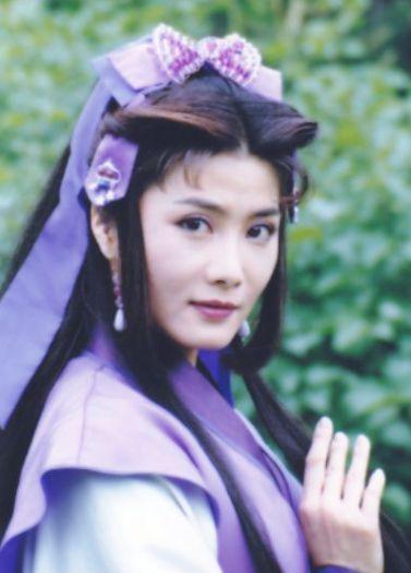 53岁杨丽菁穿紧身衣健身 脸部僵硬不敢认