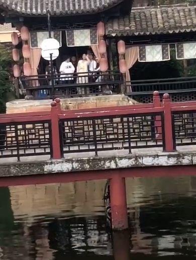 杨紫片场偶遇罗云熙 隔空喊话:你好好拍