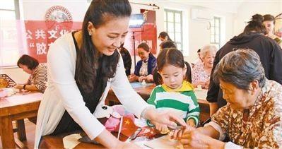 王家疃村综合性文化服务中心开展的蒸花饽饽培训。  夏敏豪摄