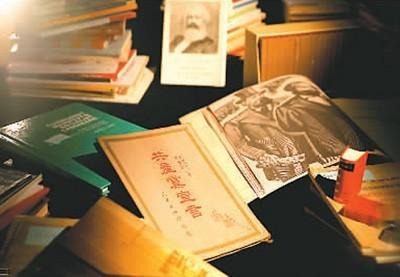 浙江民间收藏家金亮捐赠的千余本《共产党宣言》