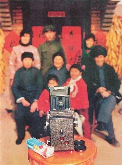 """国产""""海鸥""""双反相机拍摄全家福 1984年 曾毅摄"""