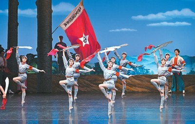 2021年6月19日,中央芭蕾舞团新一代演员在国家大剧院演出芭蕾舞剧《红色娘子军》。   刘 方摄