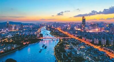 江苏苏州大运河上运输船川流不息。  阙明芬摄(人民视觉)