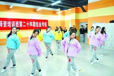"""天津:""""戏曲大码头""""的变与不变 植根传统育新人"""