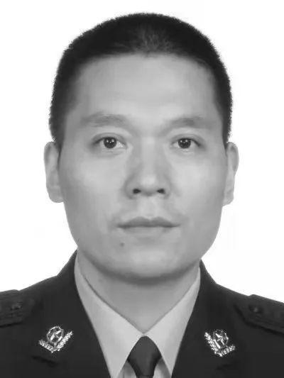 重庆市石柱县一民警为保护群众勇斗歹徒壮烈牺牲