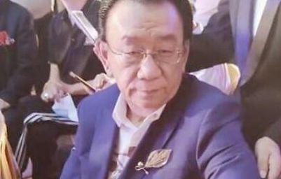 75岁侯耀华出席活动 面对男女粉丝态度截然不同