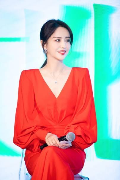 佟丽娅亮相中法文化发布会,钻石世家极慕之星闪耀助力