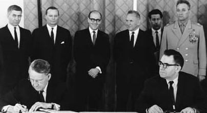百年瞬间丨中国加入《不扩散核武器条约》