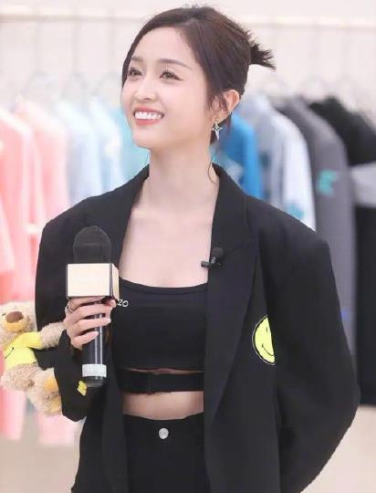 脱离爱豆妆的吴宣仪演戏 可网友更关注她的烤瓷牙