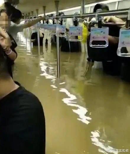 暴雨親歷者口述:最恐怖的不是水而是空氣越來越少