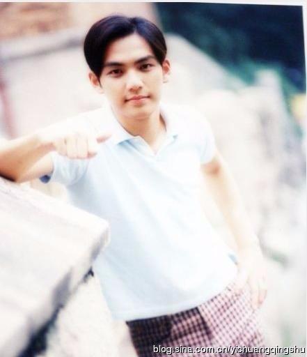 钟汉良17岁学生照曝光 气质阳光五官帅气