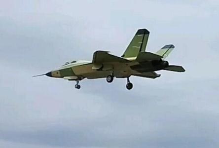 中国FC-31要上航母?专家:或与歼-15搭配使用