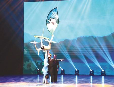 杂技《梦系西湖——伞技》