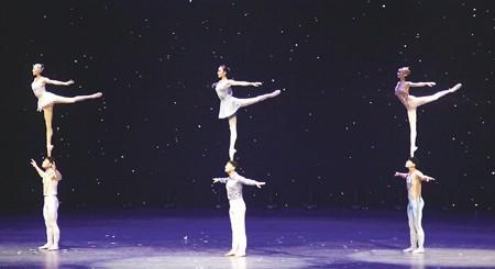 杂技《传承——肩上芭蕾》