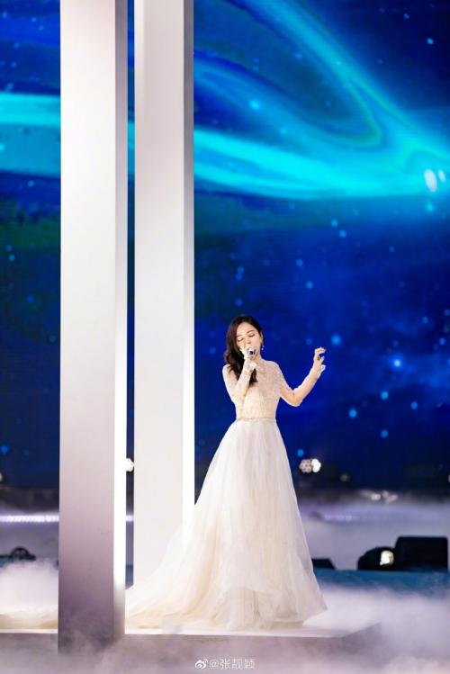 实力唱将张靓颖加盟YY66直播节《明星Y现场》