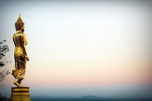 华讯投资:泰国寺庙请塑料佛牌花费28000,旅行社须协助怎么退款