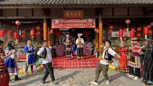 网络中国节|四川多所高校放大招!花式宠留校学生太暖了……